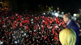 اردوغان پیروزی خود را در همه پرسی تغییر قانون اساسی اعلام کرد