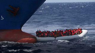 Рекордное число мигрантов спасено в Средиземном море в воскресенье