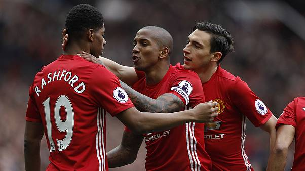 Manchester United desfaz a festa ao Chelsea