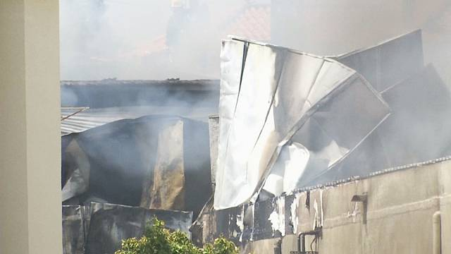 Cinco muertos al estrellarse una avioneta contra un Lidl en Portugal