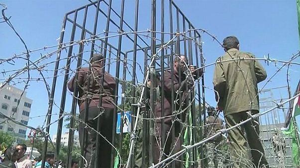 Más de un millar de presos palestinos en huelga de hambre