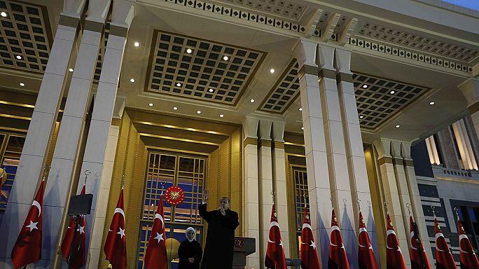 Turquía: Erdogan celebra la victoria y arremete contra la OSCE por sus críticas del referéndum