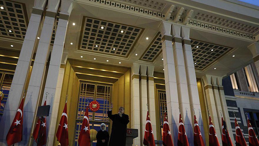 تركيا تمدد حالة الطوارئ ثلاثة أشهر والتي بدأت منذ محاولة الانقالاب في تموز/يوليو الماضي (وكالات)