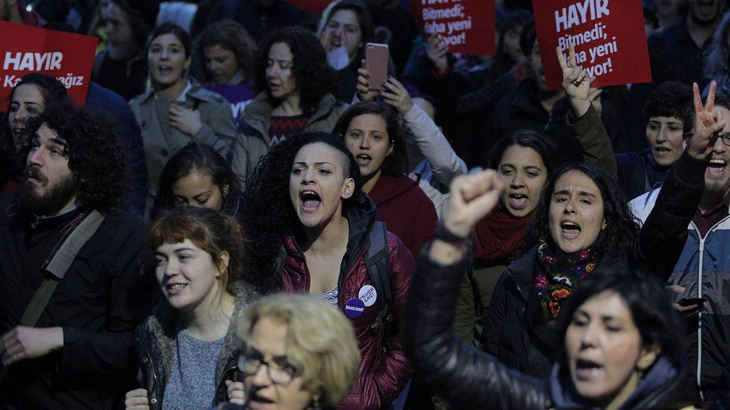 Migliaia in piazza contro Erdogan a Istanbul, Ankara e Smirne