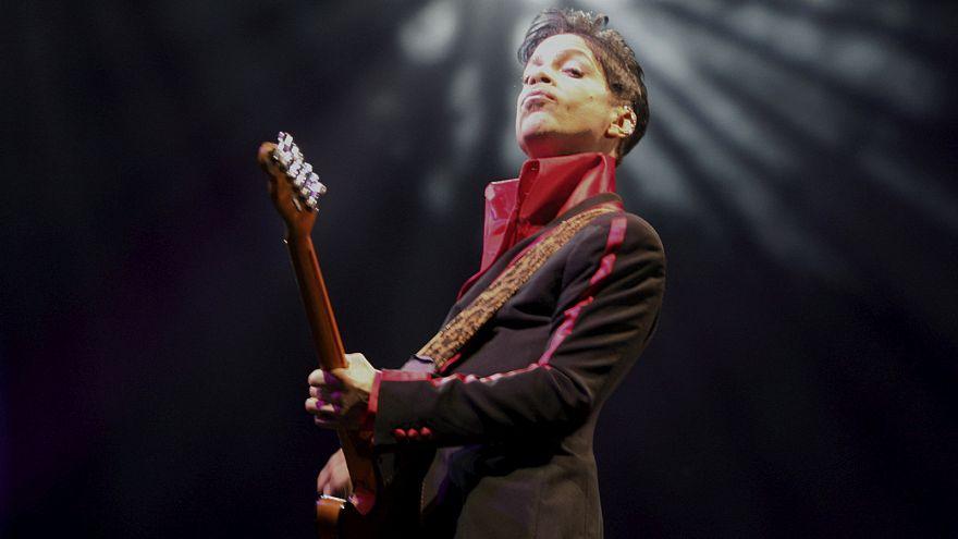 Ermittlungen: Prince hortete zuhause Schmerzmittel