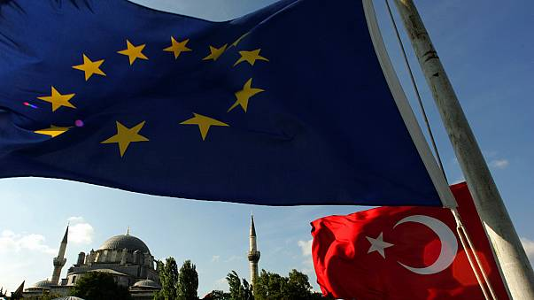 EU warns Turkey on death penalty 'red line'