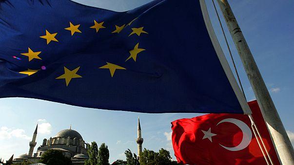 """Comissão Europeia pede à Turquia para investigar """"alegadas irregularidades"""""""