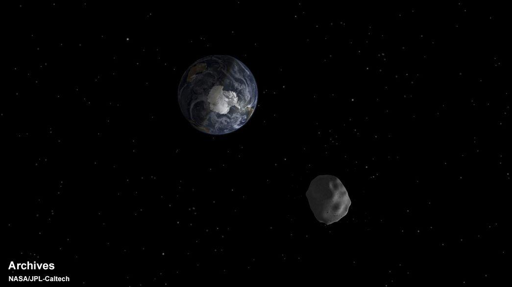 جرم فضائي يمر قرب الأرض