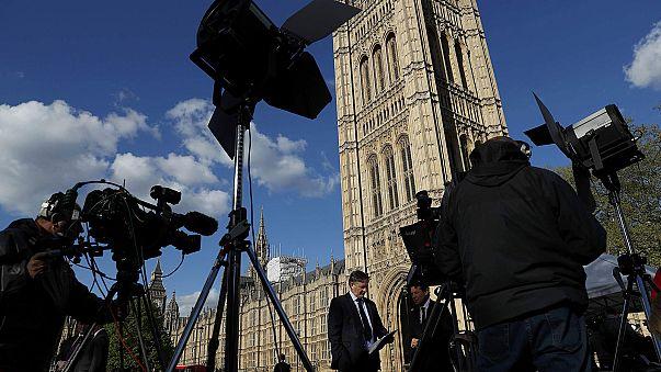 """GB al voto anticipato. May: """"mandato forte per negoziare la Brexit"""". Paese diviso"""