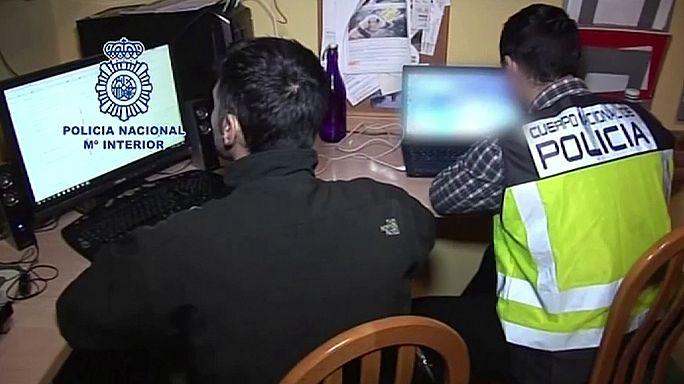 Smantellata rete che distribuiva video d'abusi su bambini via WhatsApp