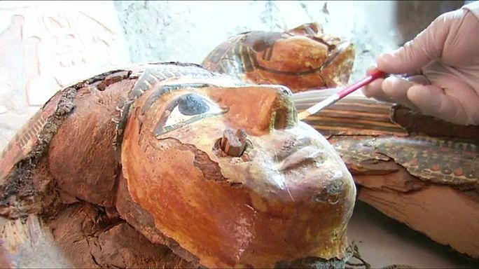 Egitto, scoperta tomba con 10 sarcofagi istoriati vecchi di 3.500 anni