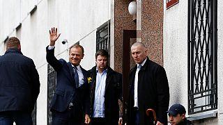 Szimpátiatüntetés fogadta Tuskot Varsóban