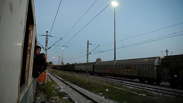Από τη Θεσσαλονίκη στα Σκόπια, κρυμμένοι σε τρένα (φωτορεπορτάζ)