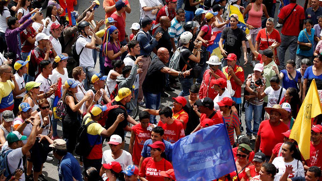Ένταση στη Βενεζουέλα-Εκατοντάδες χιλιάδες σε αντικυβερνητικές διαδηλώσεις