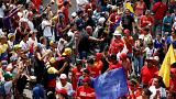 Több százezren tüntetnek az elnök ellen Venezuelában