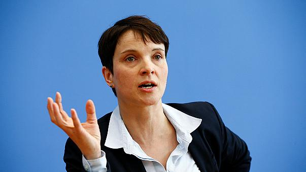 İslam karşıtı AfD Partisi Başkanı Frauke Petry seçim kampanyasında yok