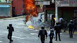 Általános sztrájk szerveződik Venezuelában a tüntetések mellett