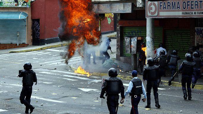 مخالفان رئیس جمهور ونزوئلا خواهان ادامه تظاهرات خیابانی شده اند