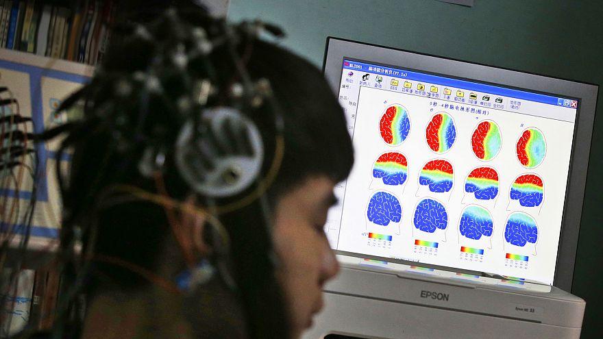 Facebook testa tecnologia para ler pensamentos