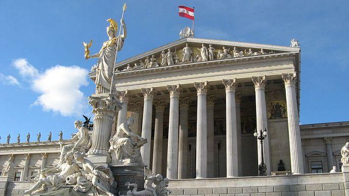 """Unzufrieden mit der Demokratie? 43% der Österreicher für """"den starken Mann"""""""