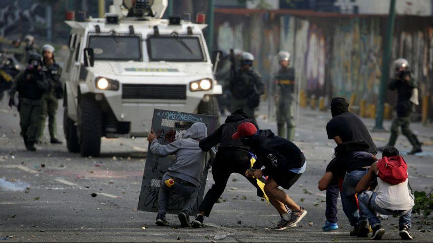 مقتل 3 أشخاص في مظاهرات عنيفة في فنزويلا