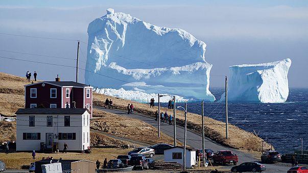 Hatalmas jéghegy jelent meg Kanada partjainál