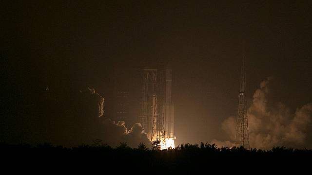 الصين تطلق أول مركبة شحن فضائية