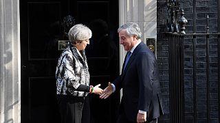 Tajani y May coinciden en respetar los derechos de los ciudadanos comunitarios y británicos