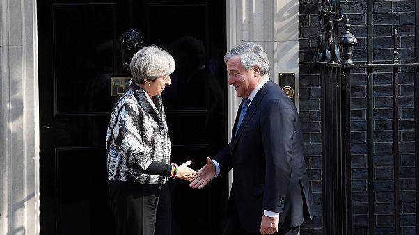 Tajani spricht mit May über Brexit
