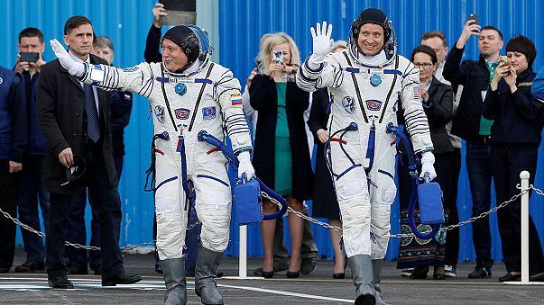 Russe und Amerikaner treten Dienst auf Raumstation ISSan