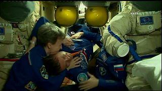 Uluslararası Uzay İstasyonu'nda mutlu karşılama