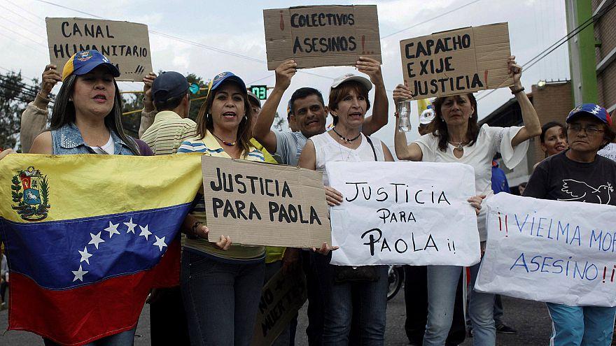 مقتل 11 متظاهرا في كراكاس والحكومة والمعارضة تتبادلان بشان مهاجمة مستشفى للأطفال