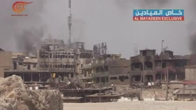 "Warning of ""humanitarian catastrophe"" as Mosul fighting intensifies"