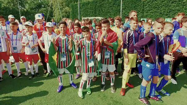 فوتبال کودکان برای دوستی