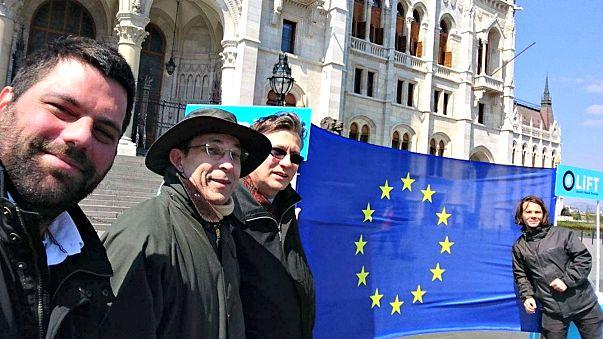 EU-zászló a Parlamentnél – 24 órára
