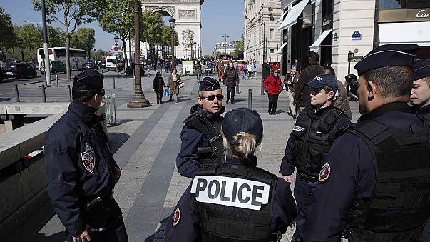 """Angreifer von Paris hatte Zettel mit Bezug zum """"IS"""" bei sich"""