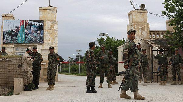 Afghanistan : plus de 100 soldats tués ou blessés par un commando taliban