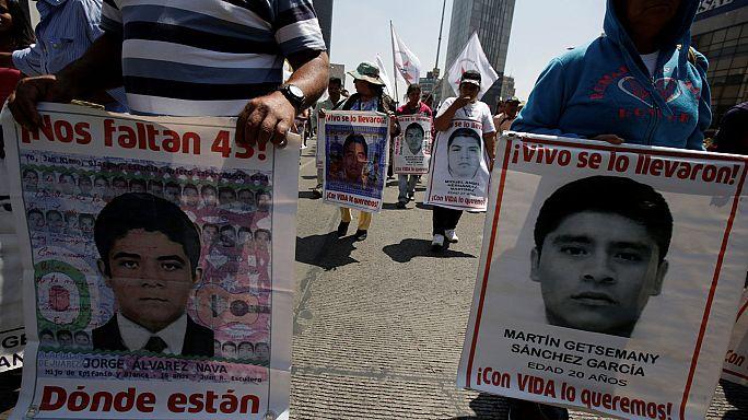 Les autorités mexicaines critiquées dans l'affaire des 43 étudiants disparus
