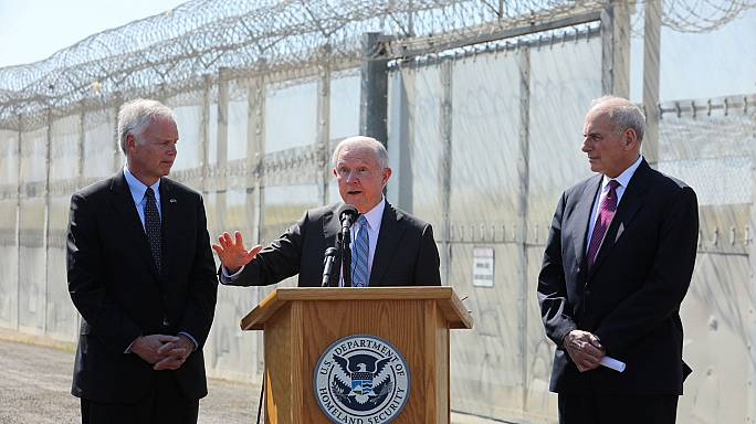 """Le ministre américain de la Justice veut faire plier les """"villes-sanctuaires"""""""