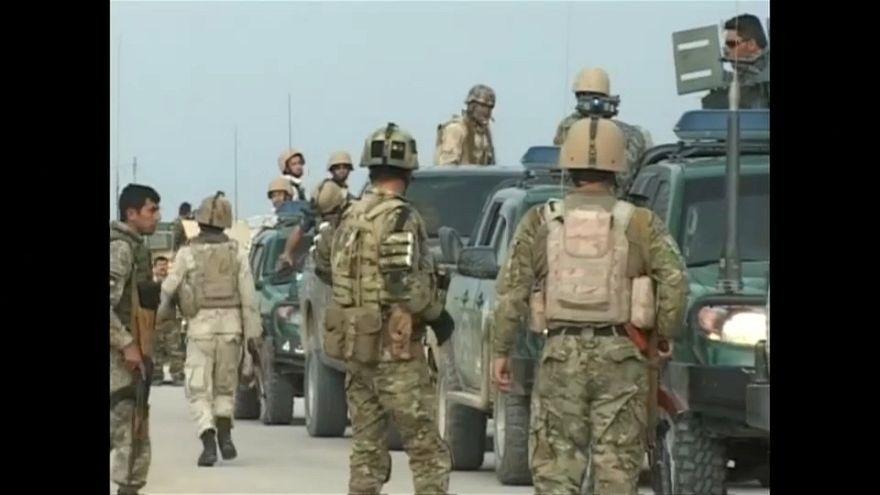 مقتل أكثر من مئة عسكري افغاني بهجوم لطالبان على قاعدة عسكرية في مزار الشريف