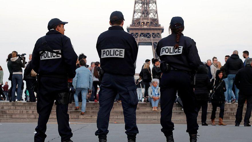 مسئولان راه آهن پاریس از بازداشت یک مرد چاقو به دست ساعاتی پیش از آغاز دور اول انتخابات ریاست جمهوری خبر دادند