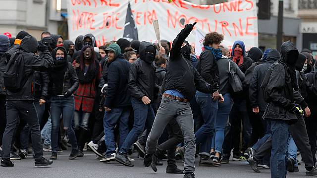 """French unions and associations hold their own """"first round"""""""