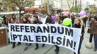 راهپیمایی مخالفان همه پرسی در استانبول ترکیه