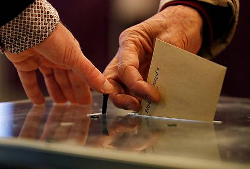 Voter turnout stable in unpredictable French election
