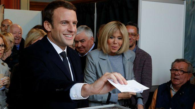الانتخابات الرئاسية الفرنسية: إيمانويل ماكرون يصوت في شمال البلاد