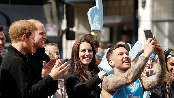 Família real torce por atletas na maratona de Londres