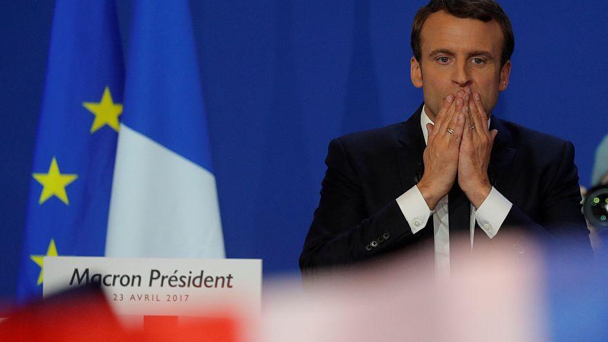 ماكْرُون يريد أن يصبح رئيس بلاده بعد أسبوعين ويمد يده إلى كل الفرنسيين