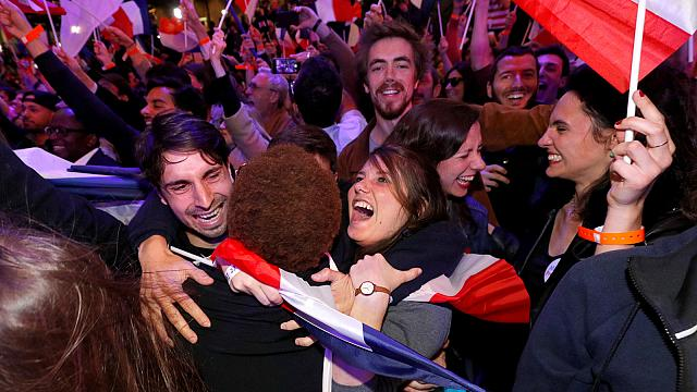 Soutenu par la plupart des ses adversaires malheureux, Emmanuel Macron se voit déjà à l'Elysée