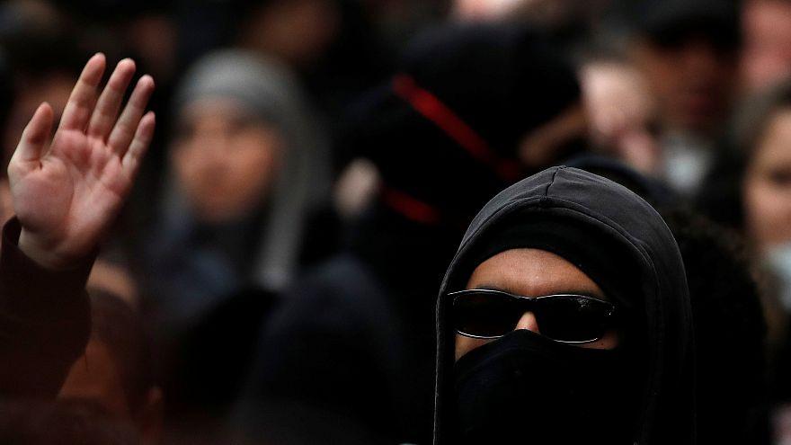 باريس: محتجون غاضبون ينددون بنتائج الدورة الأولى من الانتخابات الفرنسية
