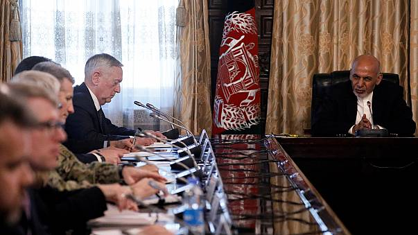 Váratlanul Afganisztánba érkezett az amerikai védelmi miniszter